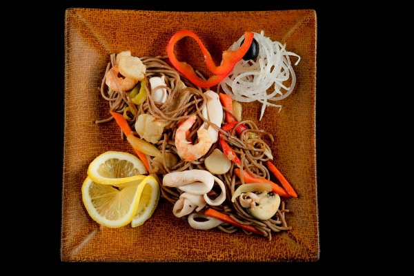 Якисоба с морепродуктами