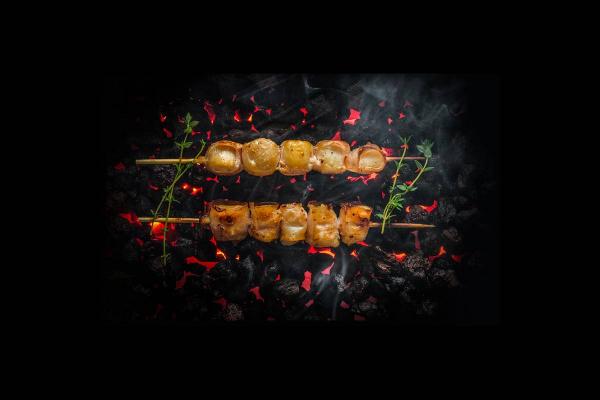 Якитори из гребешка в беконе